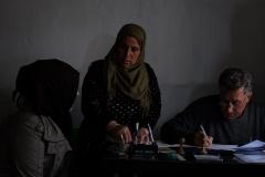 """""""Experiment Rojava in Syrien - Eine Gesellschaft im Aufbruch"""". Nachbarschaftsbüro mit Nujuda. Regie: Robert Krieg"""