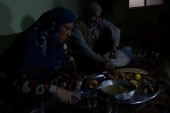 """""""Experiment Rojava in Syrien - Eine Gesellschaft im Aufbruch"""". Nujuda und Ehemann nach der Arbeit. Regie: Robert Krieg"""
