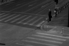 Mann_an_Straßenkreuzung